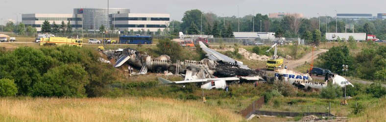 While Pearson has had a few close calls and several minor accidents, the worst accident was when Air France flight 358 overshot the runway and crashed near the 401 in 2005. 12 people were injured but there were no fatalities.