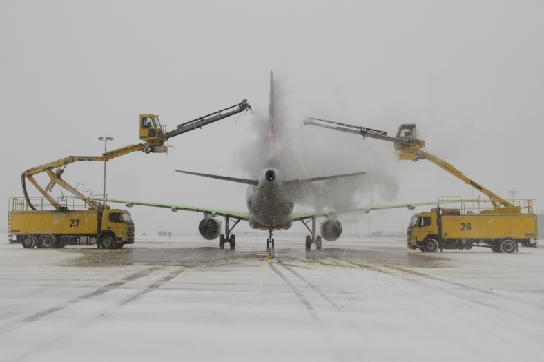 Airside crews at Pearson have winter de-icing down to a fine science, that takes only a few minutes as a plane taxis to the runway.